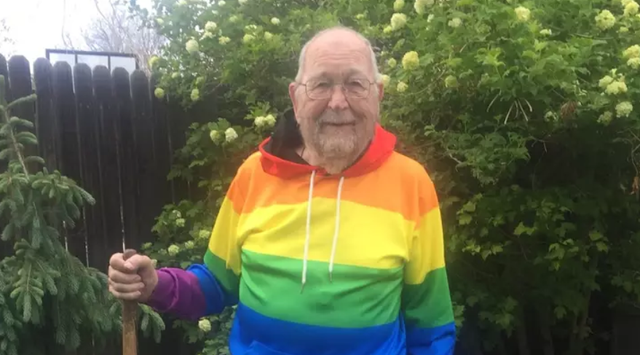 Cụ ông 90 tuổi công khai giới tính thật sau nhiều thập kỷ giữ bí mật - 1