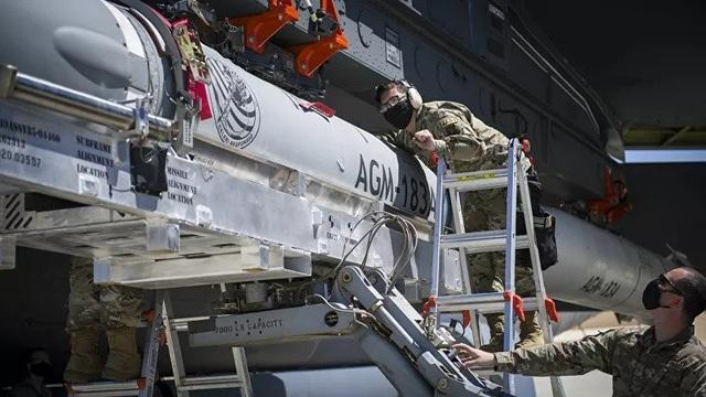 """""""Pháo đài bay"""" B-52 Mỹ thử nghiệm tích hợp thành công tên lửa siêu thanh - 2"""