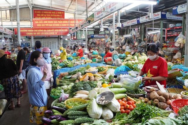 Đà Nẵng phát thẻ hồng, thẻ xanh cho dân đi chợ 3 ngày một lần - 1