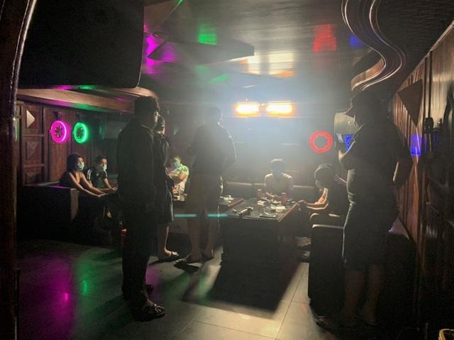 Nhóm thanh niên chơi ma túy trong quán karaoke, bất chấp dịch Covid-19 - 1