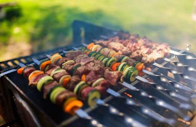 Cách giảm nguy cơ ung thư khi nướng thịt - 1