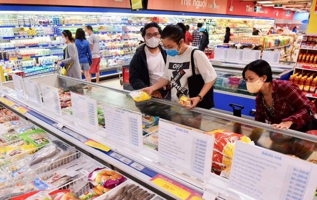 """Người dân khó khăn vì Covid-19, siêu thị """"đồng loạt"""" giảm giá thực phẩm - 1"""