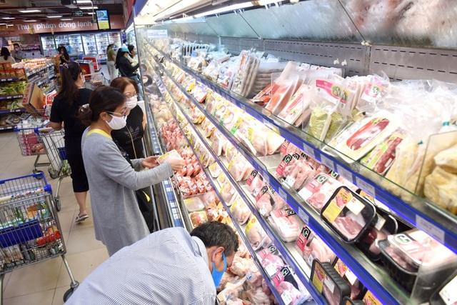 """Người dân khó khăn vì Covid-19, siêu thị """"đồng loạt"""" giảm giá thực phẩm - 3"""