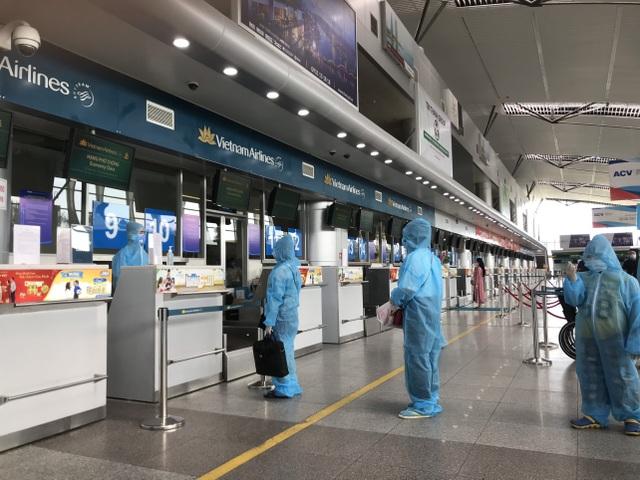 """Hình ảnh 400 khách Hà Nội đầu tiên được """"giải cứu"""" rời điểm nóng Đà Nẵng - 1"""