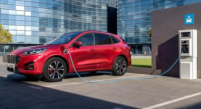 Liên tục xảy ra cháy xe, Ford dừng bán và triệu hồi một mẫu hybrid sạc điện - 1
