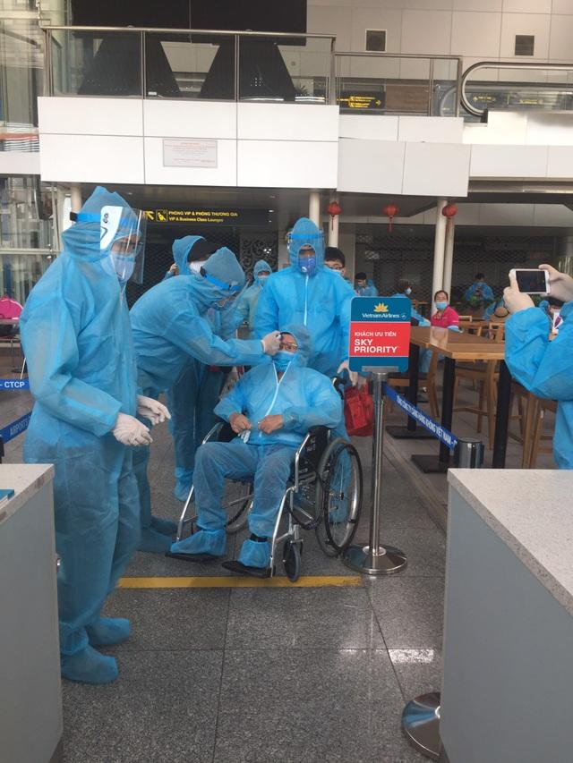 """Hình ảnh 400 khách Hà Nội đầu tiên được """"giải cứu"""" rời điểm nóng Đà Nẵng - 3"""