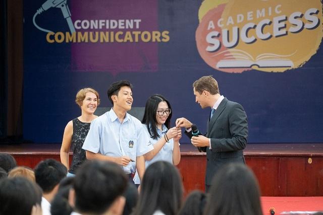 Chia sẻ câu chuyện lãnh đạo ở tuổi 18 của bộ đôi Đại diện Nam sinh  Nữ sinh trường BIS Hà Nội - 2