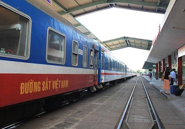 """Đường sắt dừng chạy các tuyến tàu """"sống - còn"""" vì khách giảm """"sốc"""" - 1"""