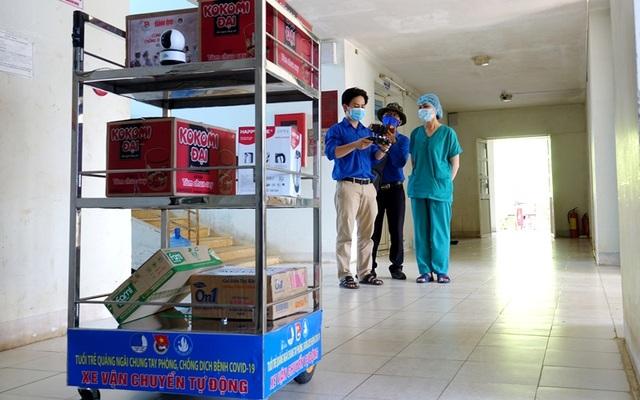 """""""Robot vận chuyển"""" hỗ trợ nhân viên y tế khu cách ly - 1"""