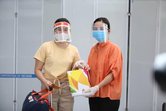 Du khách rời Đà Nẵng về Hà Nội hẹn hết dịch sẽ quay trở lại - 7