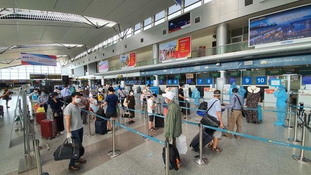 Du khách rời Đà Nẵng về Hà Nội hẹn hết dịch sẽ quay trở lại - 1