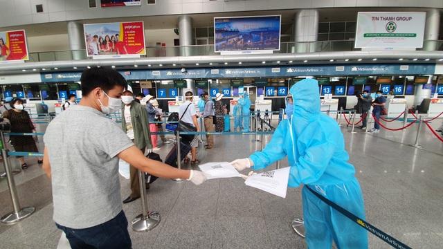 Du khách rời Đà Nẵng về Hà Nội hẹn hết dịch sẽ quay trở lại - 3