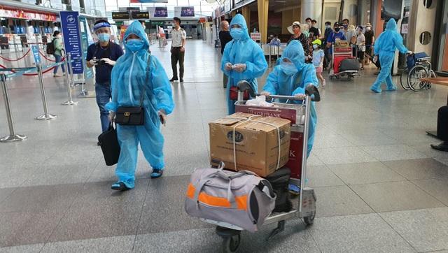 Du khách rời Đà Nẵng về Hà Nội hẹn hết dịch sẽ quay trở lại - 2