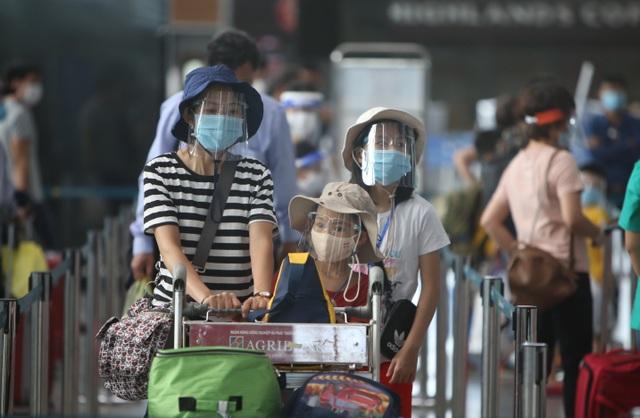 Du khách rời Đà Nẵng về Hà Nội hẹn hết dịch sẽ quay trở lại - 6