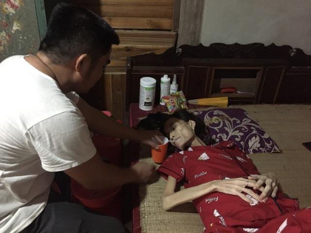Đau đớn cảnh bé gái bịn rịn bên người mẹ thập tử nhất sinh - 5