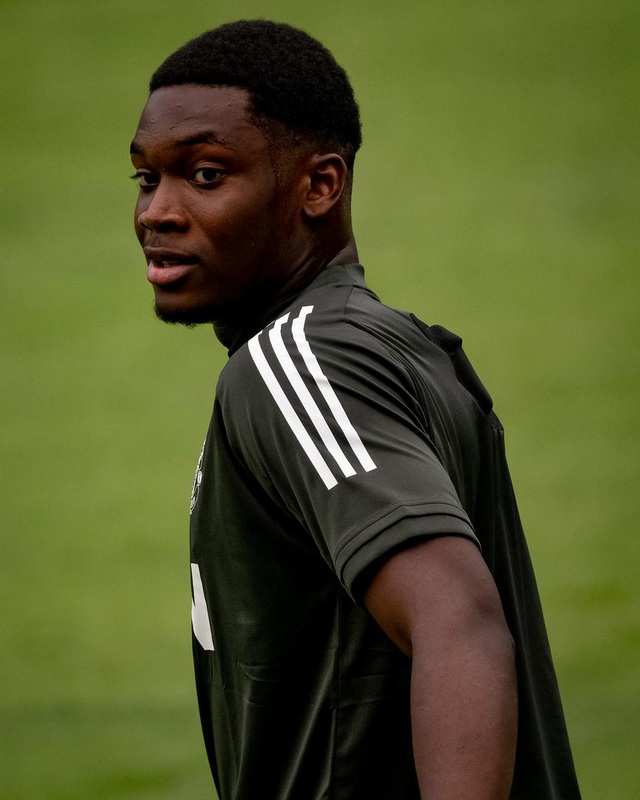 Pogba, Fernandes thoải mái phô diễn kỹ năng trên sân tập của Man Utd - 7