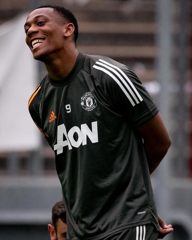 Pogba, Fernandes thoải mái phô diễn kỹ năng trên sân tập của Man Utd - 11