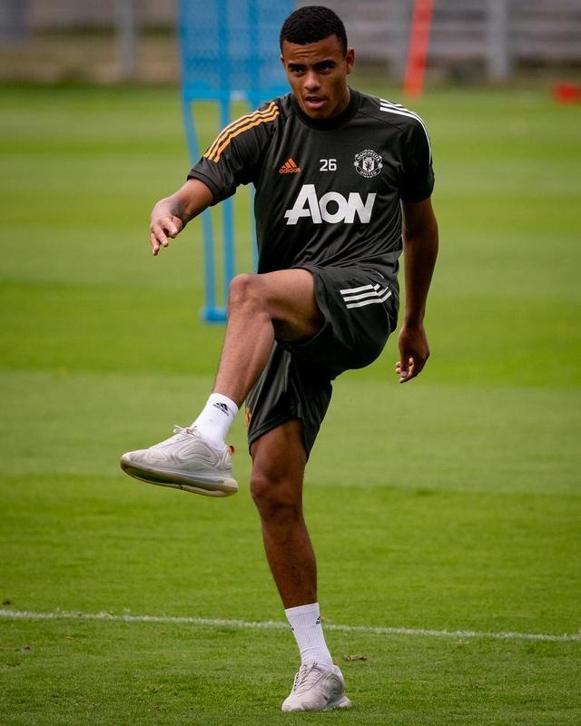 Pogba, Fernandes thoải mái phô diễn kỹ năng trên sân tập của Man Utd - 13