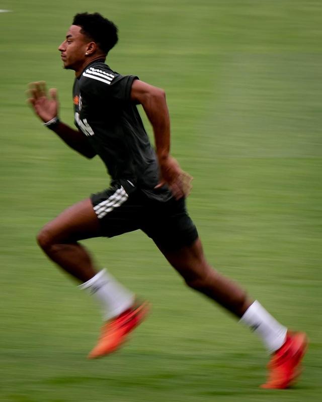 Pogba, Fernandes thoải mái phô diễn kỹ năng trên sân tập của Man Utd - 14