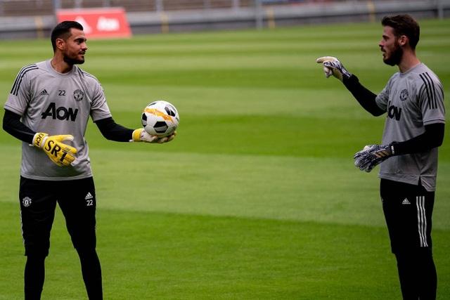 Pogba, Fernandes thoải mái phô diễn kỹ năng trên sân tập của Man Utd - 20