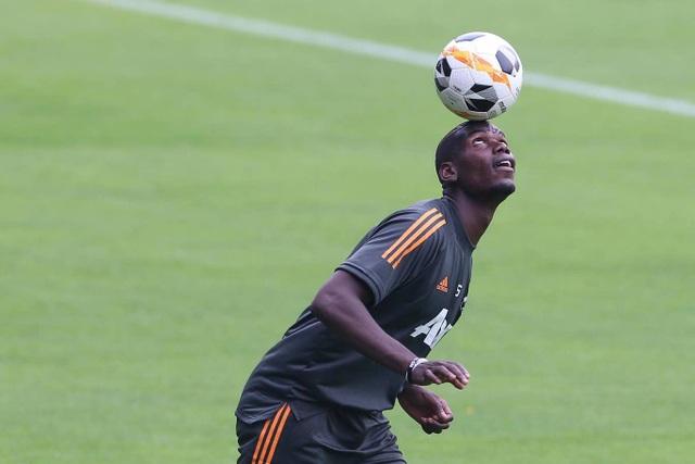 Pogba, Fernandes thoải mái phô diễn kỹ năng trên sân tập của Man Utd - 21