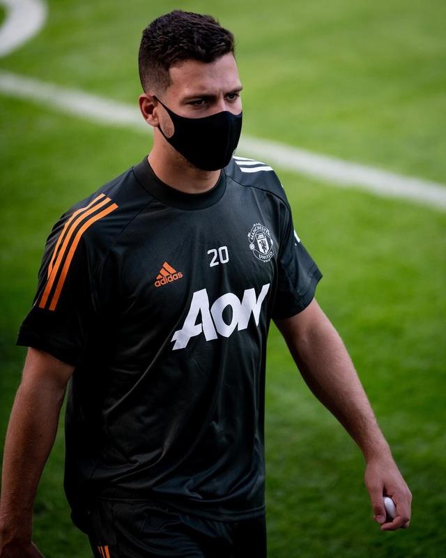 Pogba, Fernandes thoải mái phô diễn kỹ năng trên sân tập của Man Utd - 1