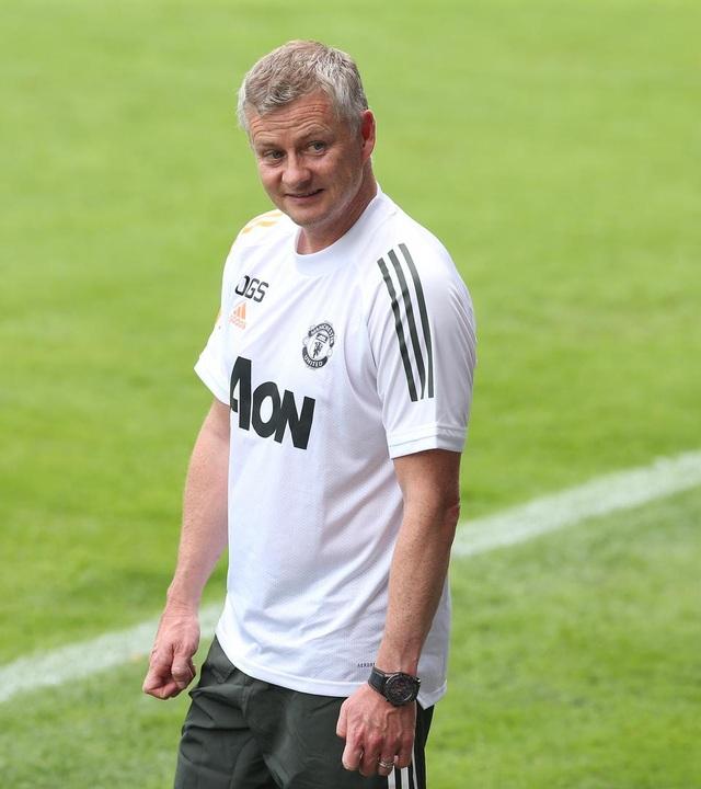 Pogba, Fernandes thoải mái phô diễn kỹ năng trên sân tập của Man Utd - 2