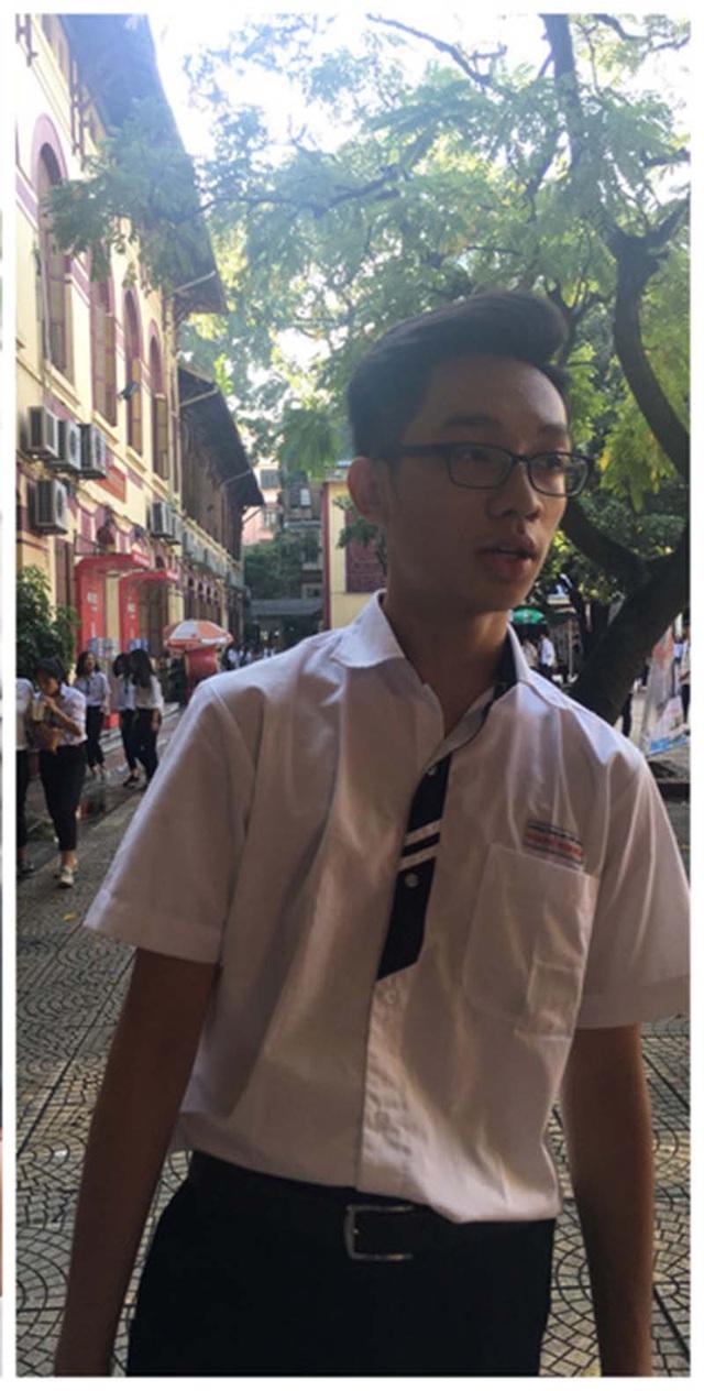 Nam sinh điển trai thu hút sự chú ý trong kỳ thi tốt nghiệp THPT - 2