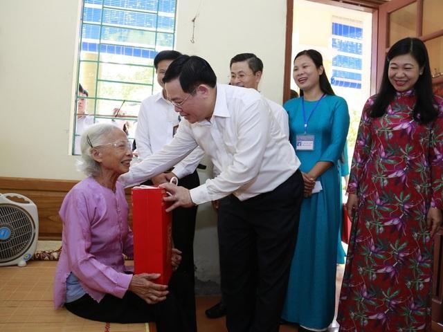 Hà Nội: Dành hơn 4,4 tỷ đồng tặng quà đối tượng chính sách dịp 2/9 - 1