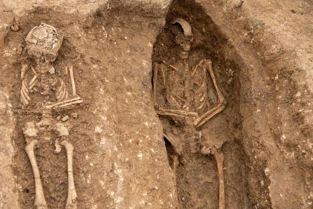 Phát hiện nghĩa địa thời trung cổ còn nguyên vẹn các bộ hài cốt - 7
