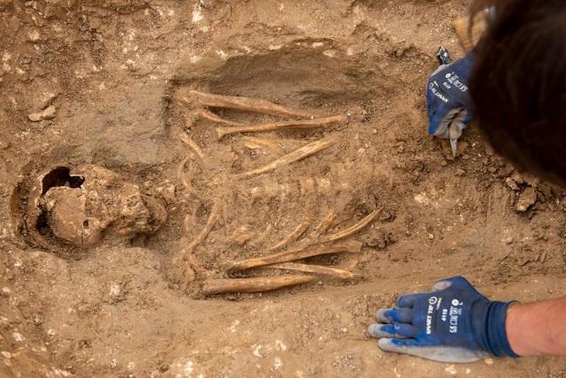 Phát hiện nghĩa địa thời trung cổ còn nguyên vẹn các bộ hài cốt - 11