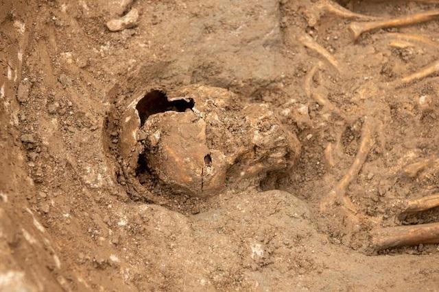 Phát hiện nghĩa địa thời trung cổ còn nguyên vẹn các bộ hài cốt - 13