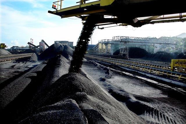 Việt Nam nhập than cốc từ Trung Quốc với giá gấp 3 lần giá than cám - 1