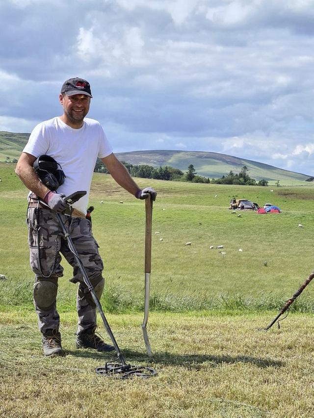 Thợ săn kho báu tìm thấy báu vật 3.000 năm tuổi từ thời đồ đồng - 1