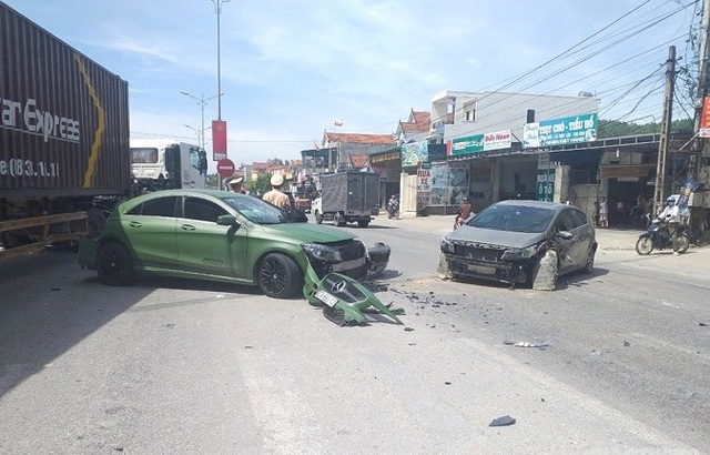 Truy tìm xe ben tông xe Mercedes gây tai nạn liên hoàn rồi bỏ chạy - 2