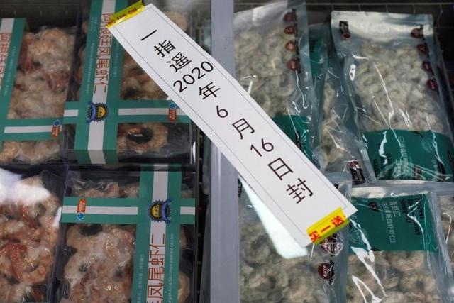 Trung Quốc phát hiện virus corona trên bao bì tôm nhập khẩu - 1