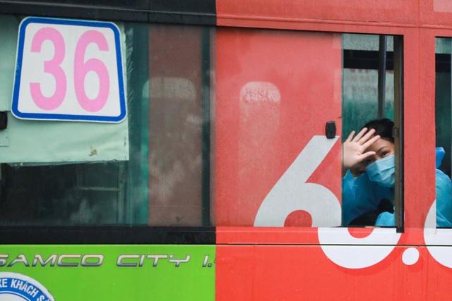 300 hành khách TPHCM trở về từ điểm nóng Đà Nẵng - 14