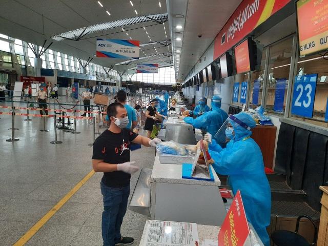 Vietjet đưa hơn 800 khách từ tâm dịch Đà Nẵng trở về nhà - 3