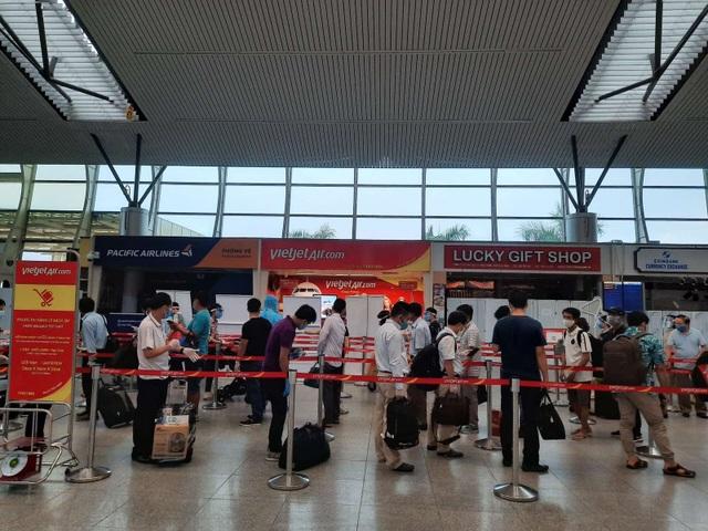Vietjet đưa hơn 800 khách từ tâm dịch Đà Nẵng trở về nhà - 4