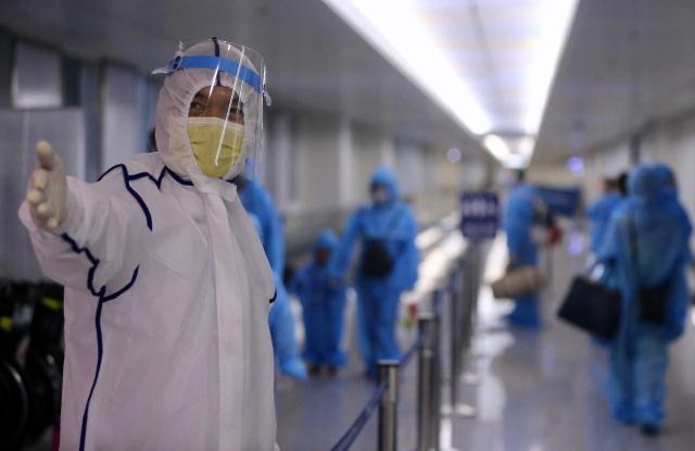 300 hành khách TPHCM trở về từ điểm nóng Đà Nẵng - 8