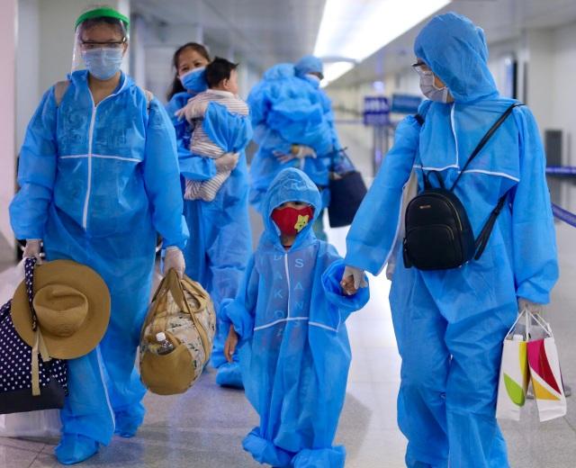 300 hành khách TPHCM trở về từ điểm nóng Đà Nẵng - 5