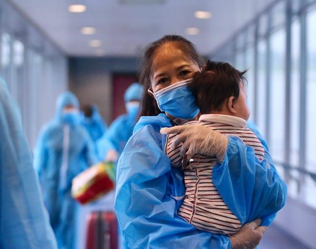 300 hành khách TPHCM trở về từ điểm nóng Đà Nẵng - 6