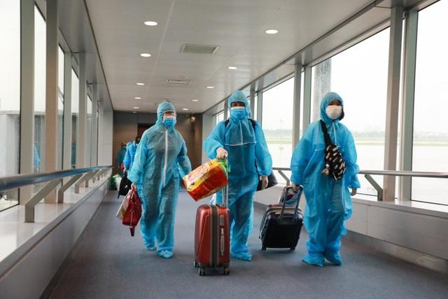 300 hành khách TPHCM trở về từ điểm nóng Đà Nẵng - 4