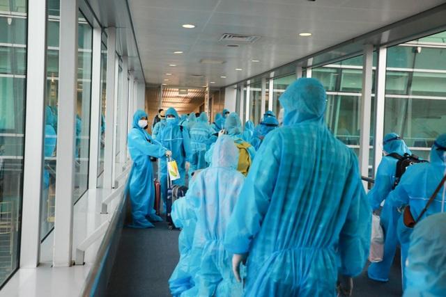 300 hành khách TPHCM trở về từ điểm nóng Đà Nẵng - 7