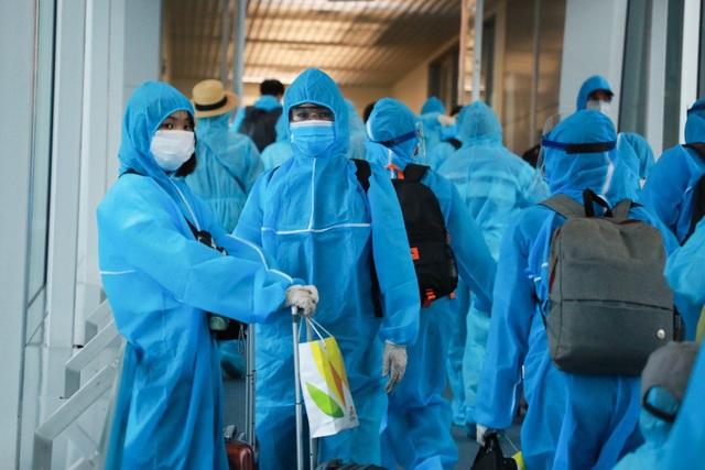 300 hành khách TPHCM trở về từ điểm nóng Đà Nẵng - 1