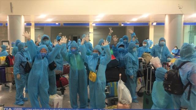"""""""Giải cứu"""" thêm hơn 500 khách Hà Nội, TPHCM khỏi tâm dịch Đà Nẵng - 6"""