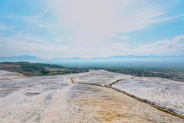 Lâu đài trắng xóa này từng là trung tâm spa nổi tiếng 2000 năm trước - 6