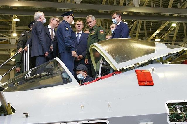 Nga khoe ảnh nhà máy sản xuất bóng ma bầu trời Su-57 - 2