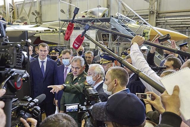 Nga khoe ảnh nhà máy sản xuất bóng ma bầu trời Su-57 - 4