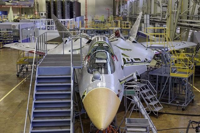 Nga khoe ảnh nhà máy sản xuất bóng ma bầu trời Su-57 - 1